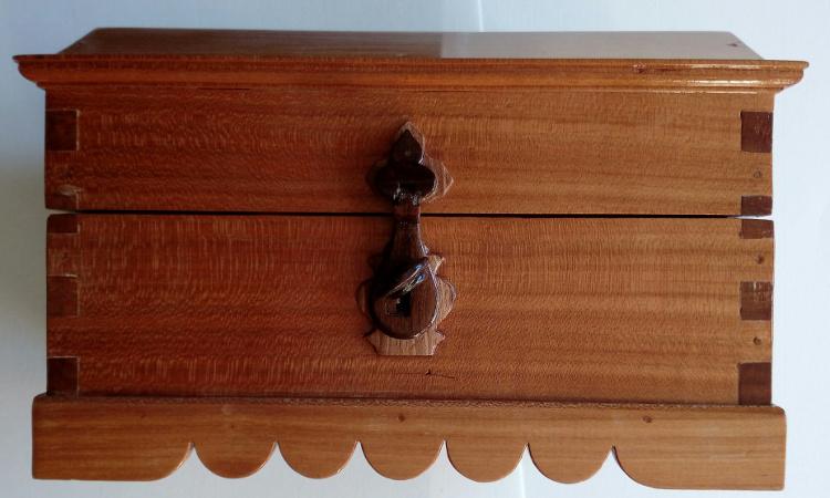 Cierre con llave de madera