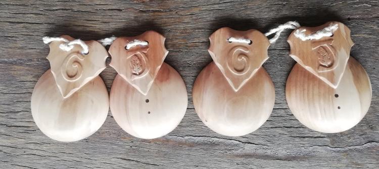 Las cuatro castañuelas de nogal