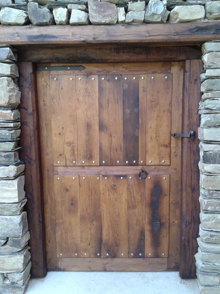 Marcación y puerta antigua