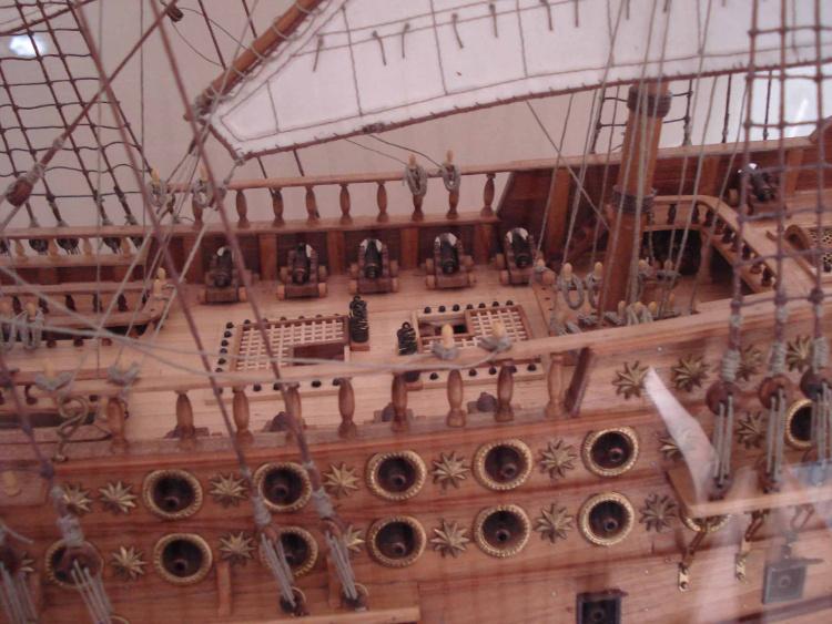 Detalle de cubierta y cañones