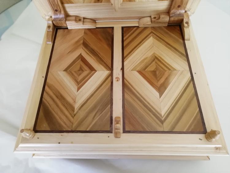 Cubierta de la base en madera de cerezo